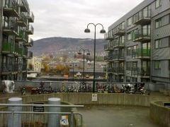 parking między blokami