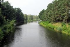 Miejsce, gdzie laczy sie kanal Odra-Sprewa ze Sprewa (widoczna z prawej strony)