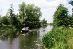 Sprewa w okolicach Alt Schadow, bardzo duzy turystyczny ruch na rzece