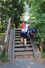Na trasie dwa razy napotkalismy takie schody - z pelnym rowerem bylo ciezko...